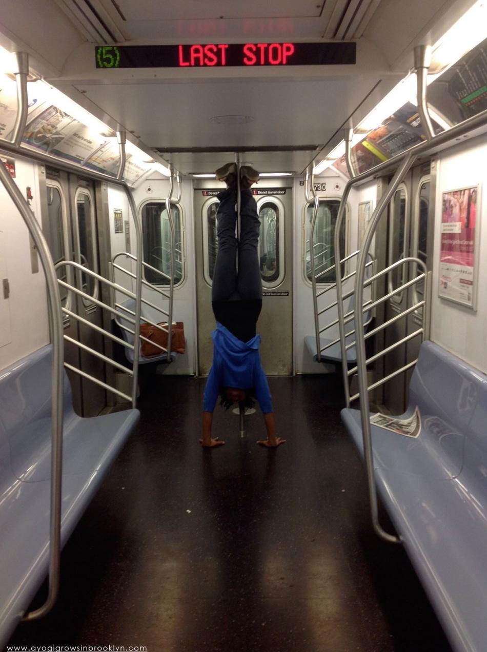 yoga-handstand-train